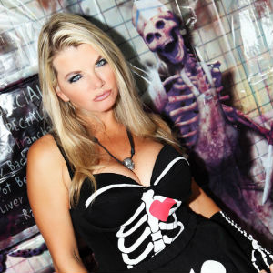 Vicky Vette to appear at Chiller Expo